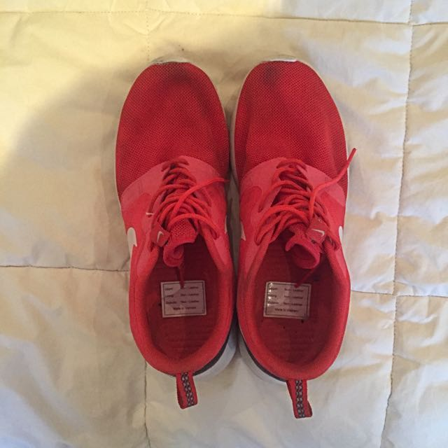 Nike Roshe Runs (Red & Black)