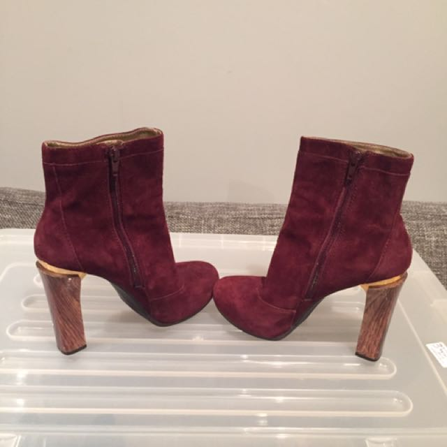 NINE WEST SEUDE BOOTS SIZE 6