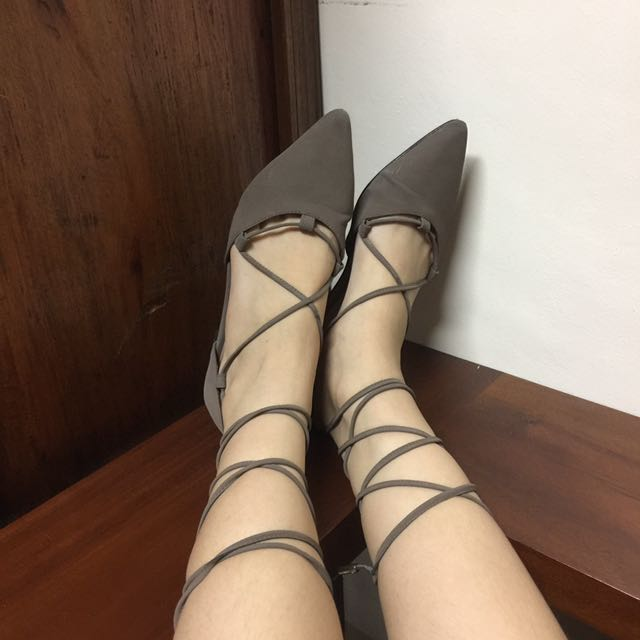 Pointed toe lace-ups