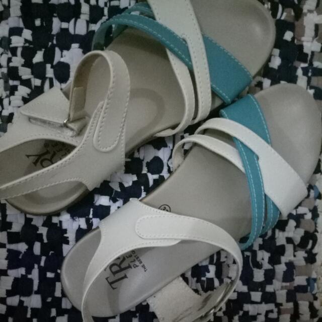 "Sepatu Sandal ""Try Plee"""