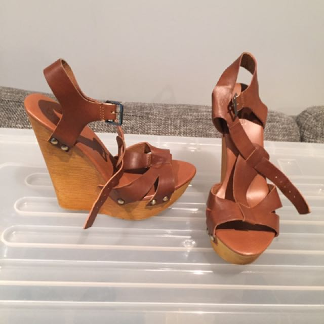 TAN LEATHER WEDGES SIZE 6