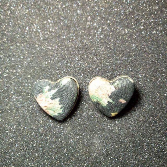 Vintage heart earring