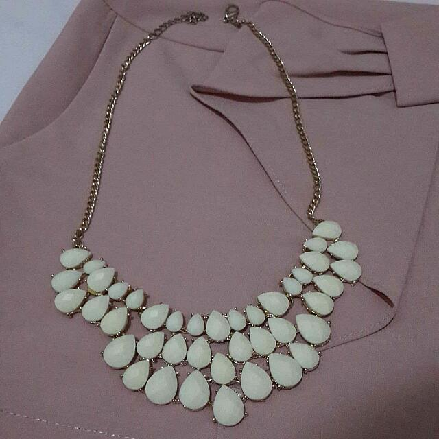 Whitedrop Necklace