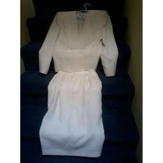 White 2 piece Size 6 suit Blazer and matching skirt