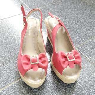 Wedges Pink Like New