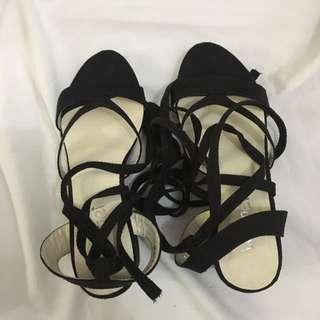Black Knot Heels