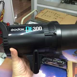 Godox DE 300 Studio Flash Strobe + 3 Free Gifts - Photobooth