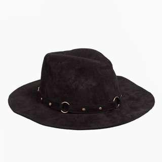 Dissh Hat