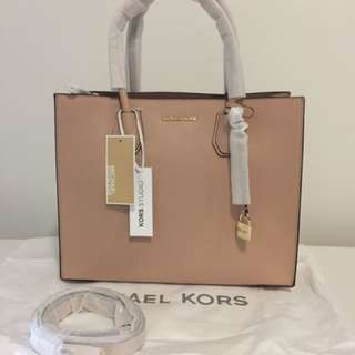 NWT Authentic Michael Kors Mercer Large Leather Tote - Oyster