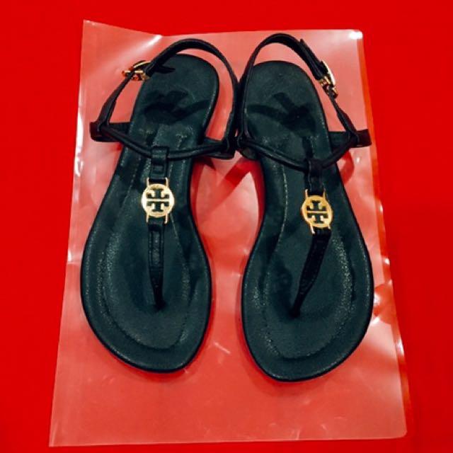 (保留中)🇺🇸 歐美明星TORY BURCH同款金牌盾牌LOGO羅馬涼鞋T字夾腳涼鞋拖鞋平底涼鞋真皮羊皮*黑色
