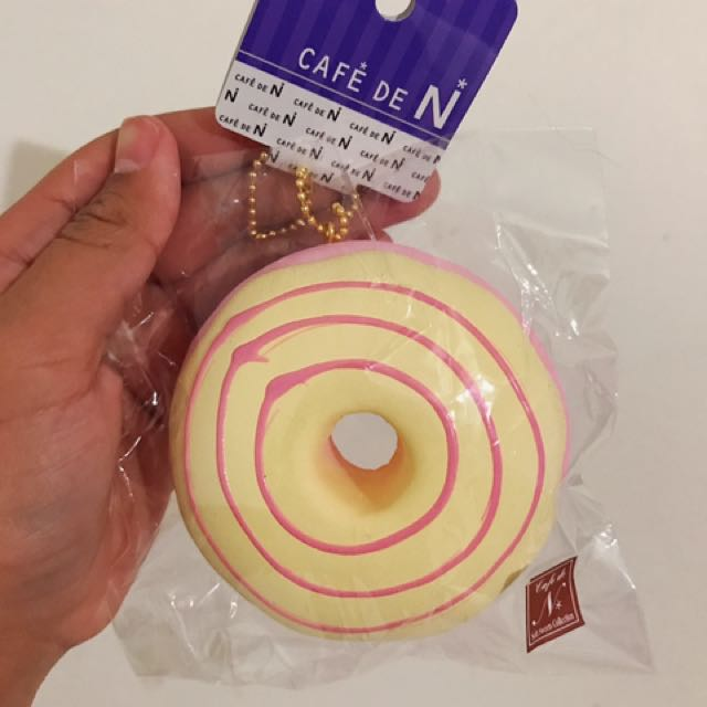 Cafe De N Pink Donut Squishy