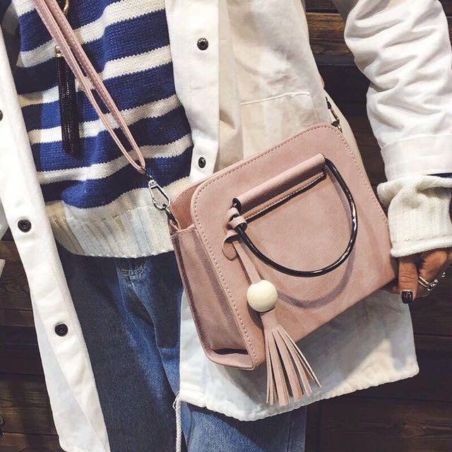 Iron hoop sling bag