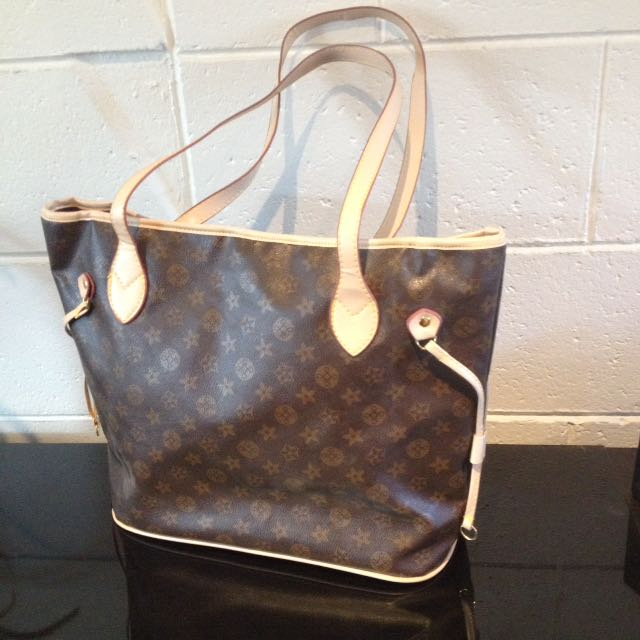 Large Women's Bag. New/unused. 2 Side Pockets Inside.