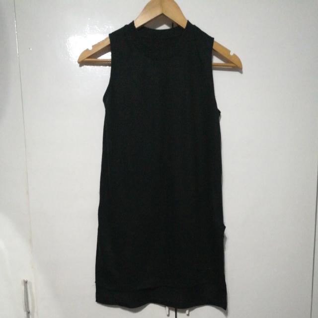 Long Black Sleevless Top