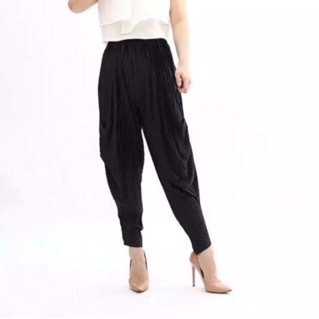 plisket black pleats