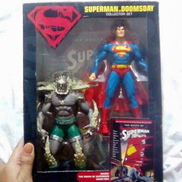 Superman Vs Doomsday Collector Set w/ Graphic Novel