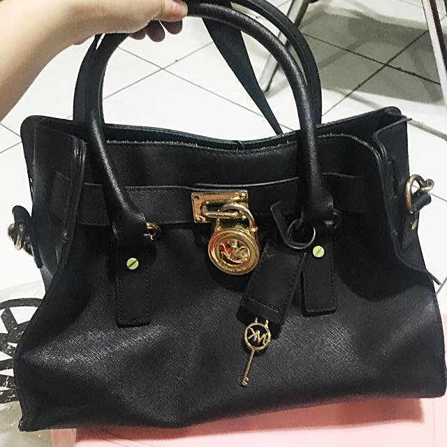 bfe0ec5c45a Tas MICHAEL KORS HAMILTON MEDIUM BLACK SAFFIANO, Women's Fashion, Women's  Bags & Wallets on Carousell