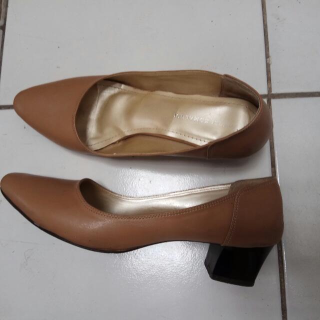 Yongki Komaladi Kitten Pump Shoes