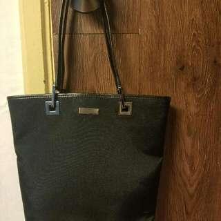 Gucci 黑色小型手挽袋