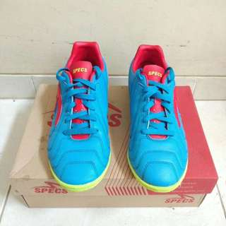 Sepatu Bola Futsal Specs