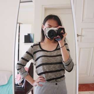FOREVER 21 BLACK AND GREY LONG SLEEVE