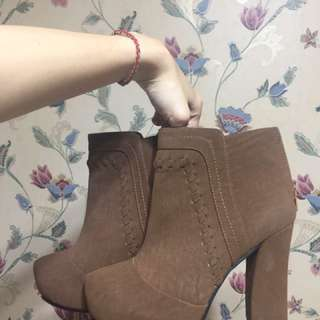Ann's 百搭造型高跟靴