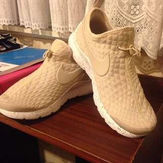 8.5 Nike - Beige