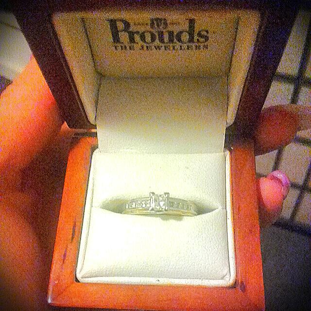 18 Kt Princess Dianna Platnum 1 Crt Dimond Engagement Ring With Papers