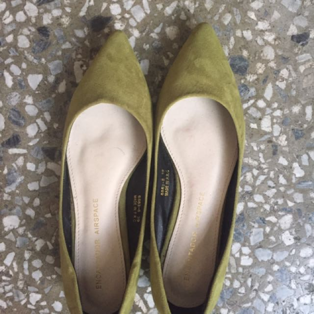 含運 Air Space草綠平底尖頭鞋