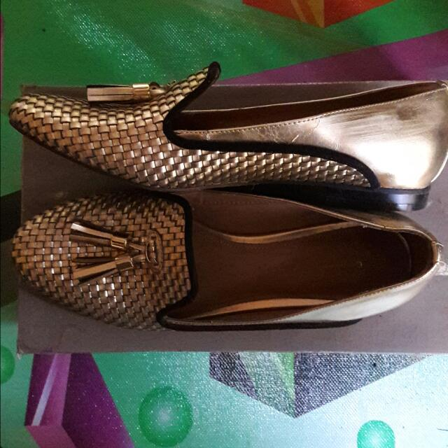Charles And Keith Tassel Open Barter