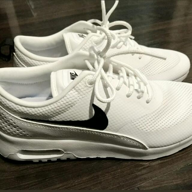 BRAND NEW - NIKE AIR MAX THEA US7