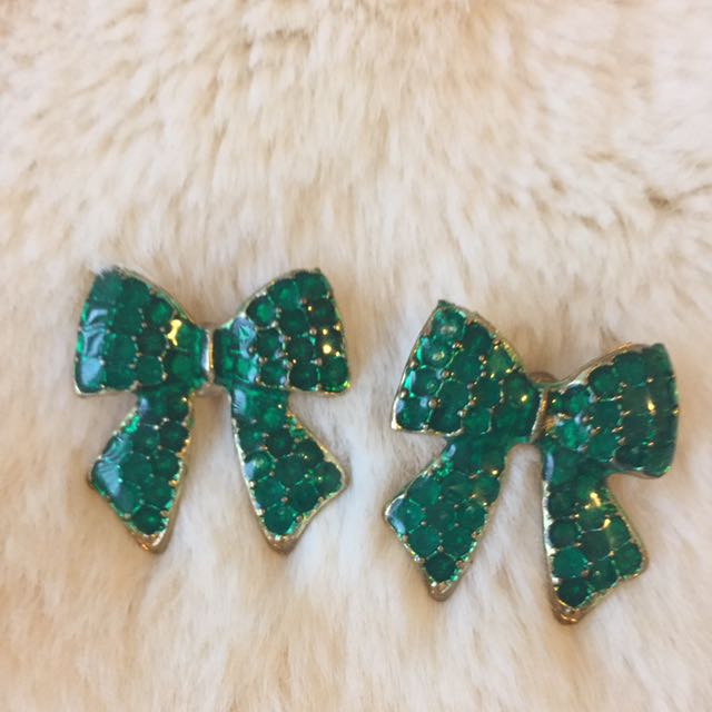 Green Bow Earing