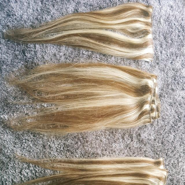 **Human hair** full head of clipin 20' Hair extensions Med Brown/Blonde mix