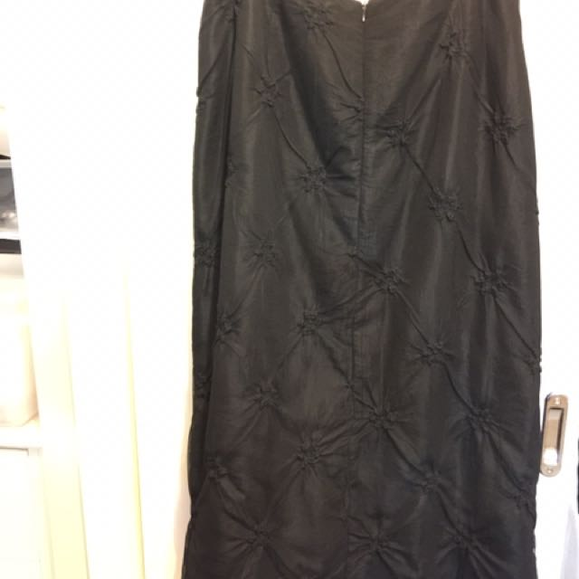 Makjay. Size 14. Lace Over Lay, Straight Skirt