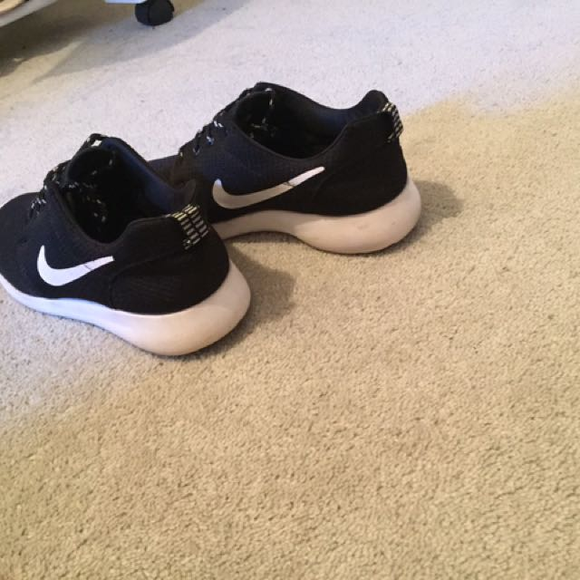 Nike Roshe Run Black Women's Sz8 39
