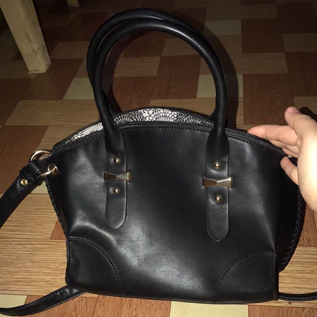 Preloved Paprika Handbag With Sling