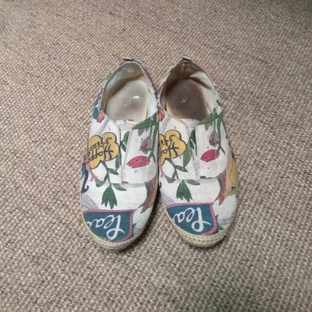 Sepatu Canvas