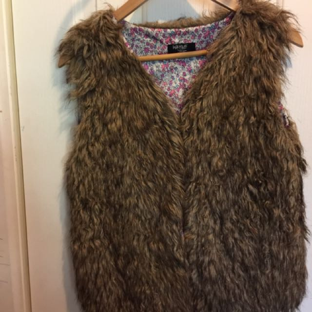 Wayne Jnr Size 16  Vest