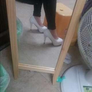 白色高跟鞋❤