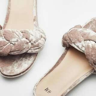 [NEW] HnM Velvet sandal
