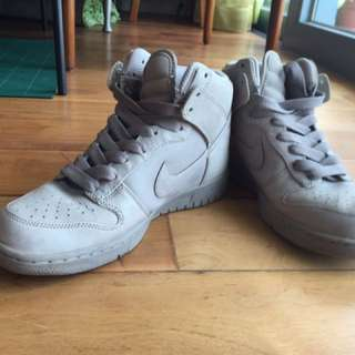 All Grey Nike Super Comfy Boot -Size 37