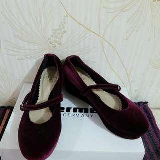13th Shoes (Sepatu Ungu Beludru)