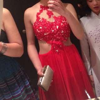 RENTING 💃🏻 Sherri Hill Red Lace Appliqué Formal Dress