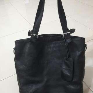 黑色漂亮皮包包