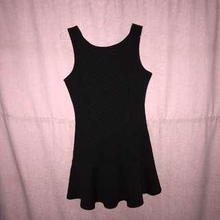 forever 21 black dress // dress hitam // bodycon // flare