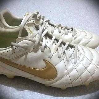 Nike Tiempo Size 9 Football Soccer Boots Spikes