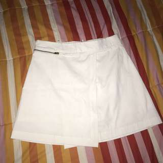 CIEL WHITE SKORT // locabrand // rok celana putih