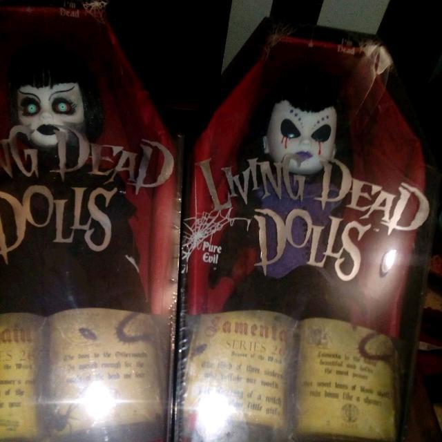 2x Living Dead Dolls