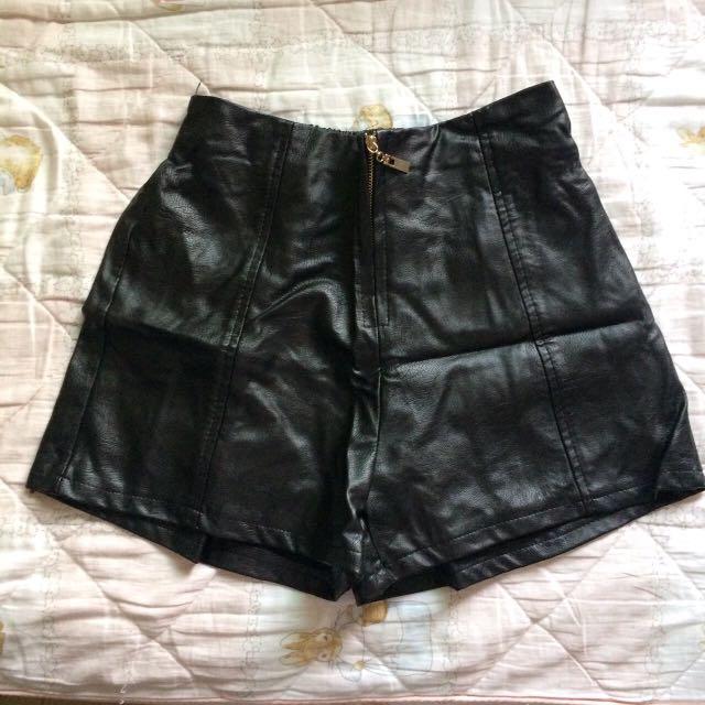 皮褲(極新)