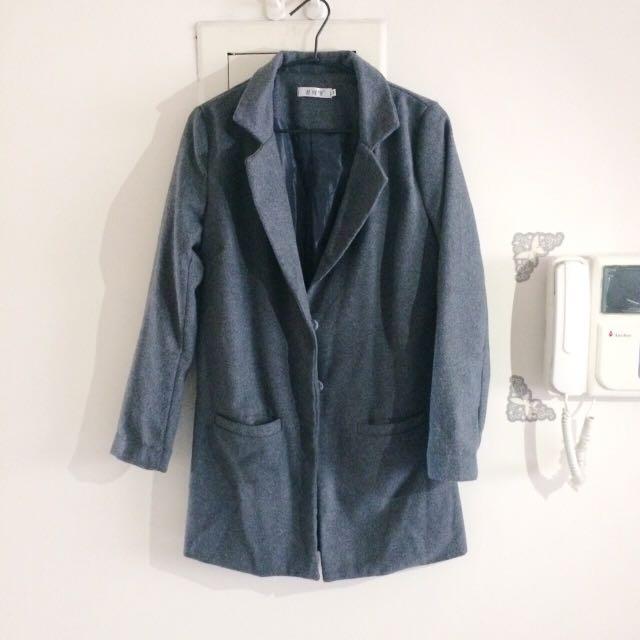 灰色毛呢大衣